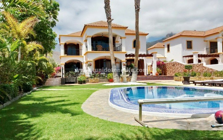 Villa with 5 bedrooms in the south of Tenerife, for sale » #1972