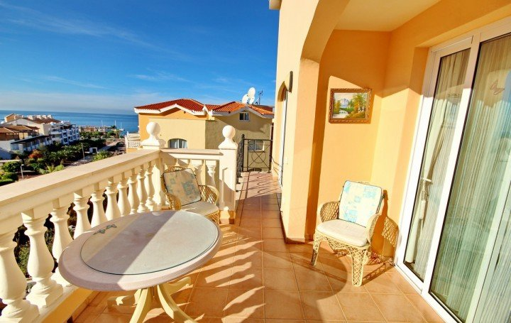 Wonderful penthouse with sea views in Los Cristianos »# 1993